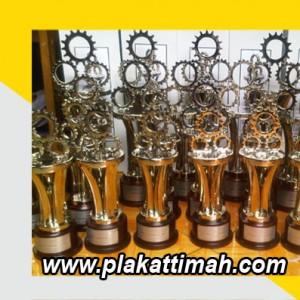 trophy-jakarta-1-300x300